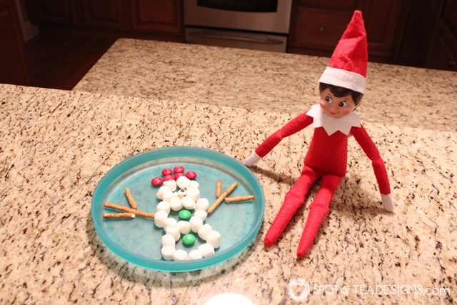 Elf on the shelf ideas for a 3 year old - free printable schedule to help with mommy brain! Snowman snack idea | spotofteadesigns.com