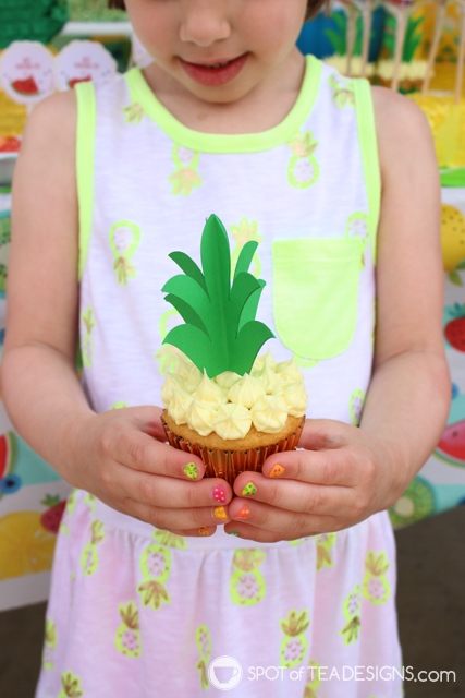 Pineapple cupcakes with 3D toppers - free template! | spotofteadesigns.com