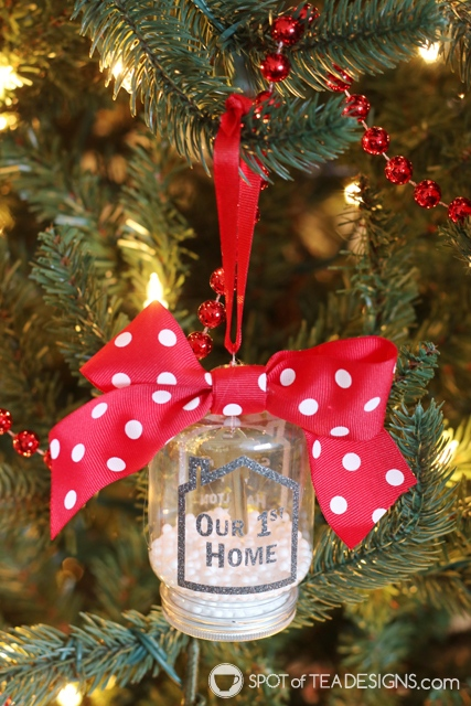 our first home key ornament using Cricut vinyl | spotofteadesigns.com