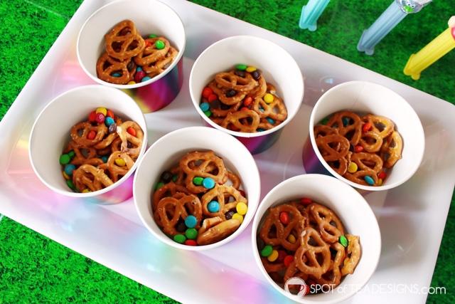 Trolls Party Hacks - open bulk foods to make mini cups | spotofteadesigns.com