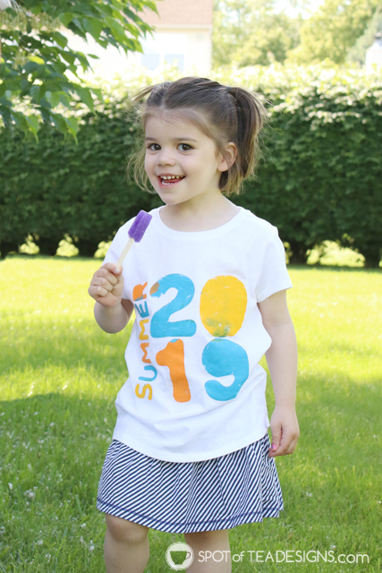 DIY summer t-shirt with freezer paper tutorial | spotofteadesigns.com