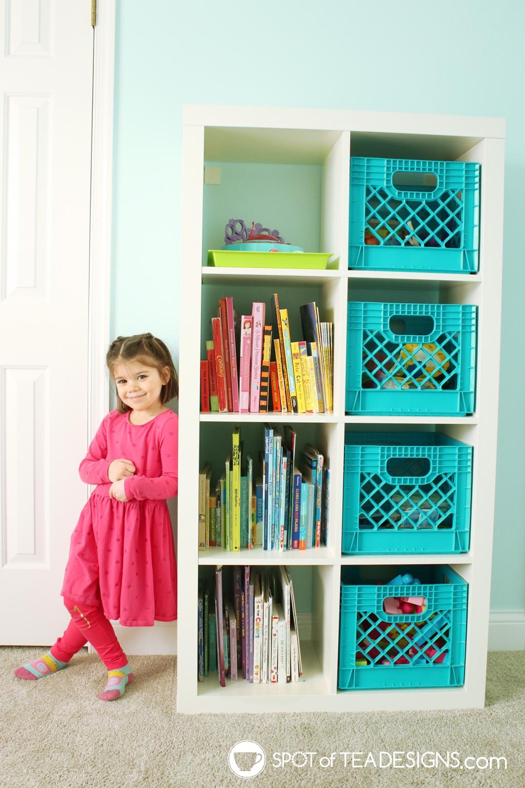 Home Tour - Preschooler's Mermaid Bedroom - books in rainbow order | spotofteadesigns.com
