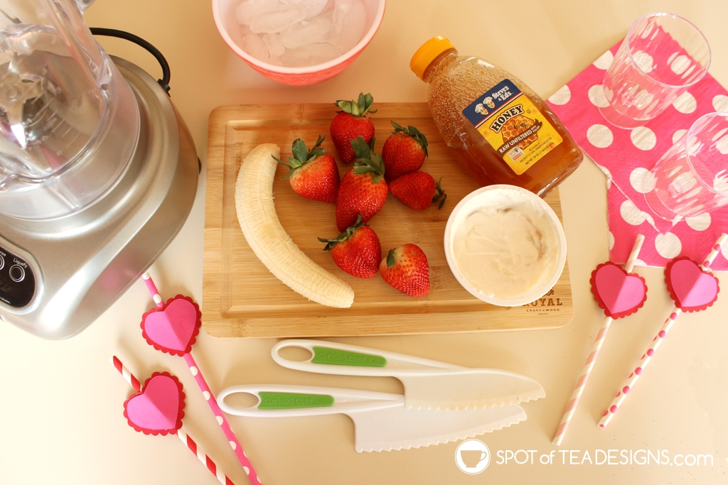 Heart straw toppers for Valentine's day. Free SVG cut file plus a recipe for strawberry banana smoothie | spotofteadesigns.com