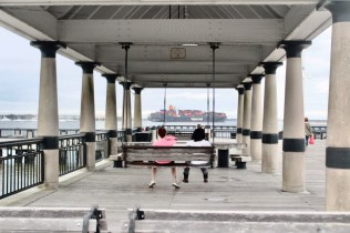 Travel Guide: Charleston, SC - Waterfront Park - www.spousesproutsme.com