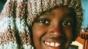 11-летний мальчик вяжет крючком вещи для детского приюта в Эфиопии, из которого его усыновили