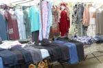 Kleidung und Schuhe dürfen auf keinen Markt fehlen, auch in Russland nicht. Das Angebot wurde noch durch Gardinenstoffe ergänzt.