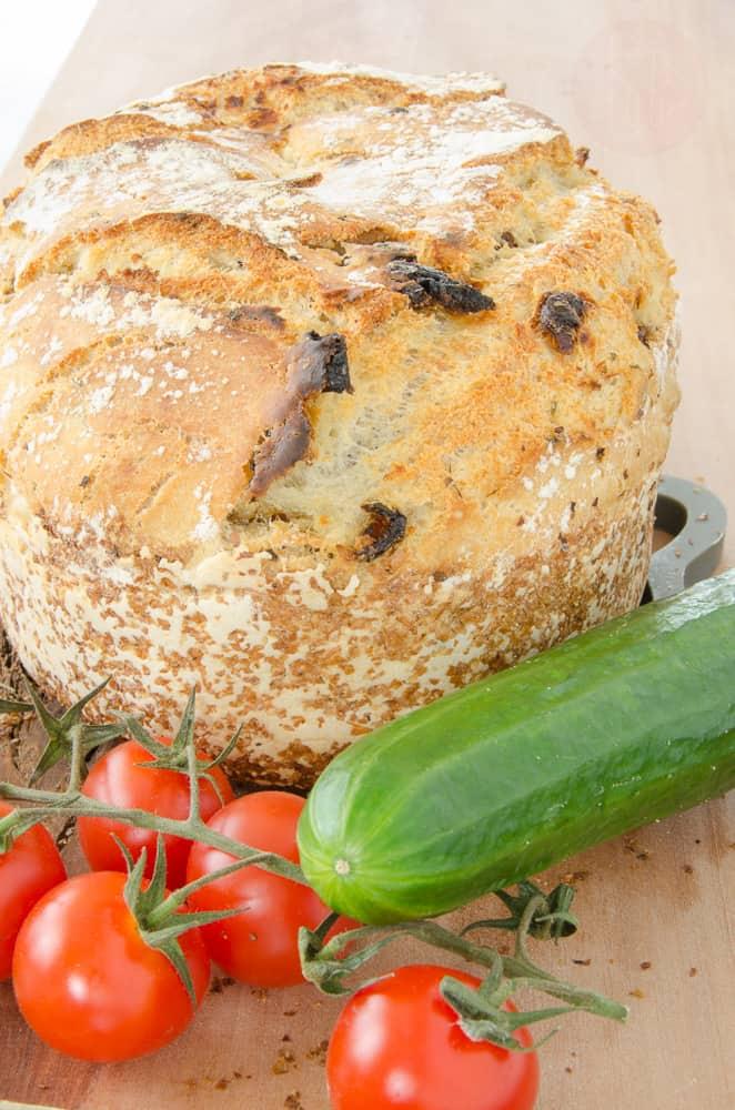 Chleb z suszonymi pomidorami