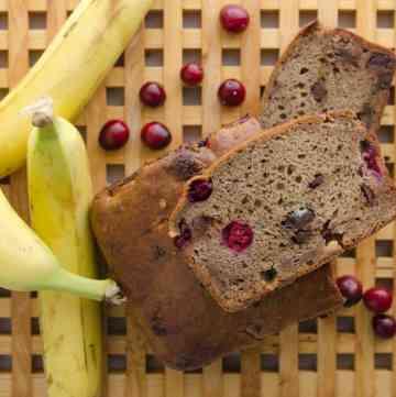 chlebek-bananaowy-z-zurawina