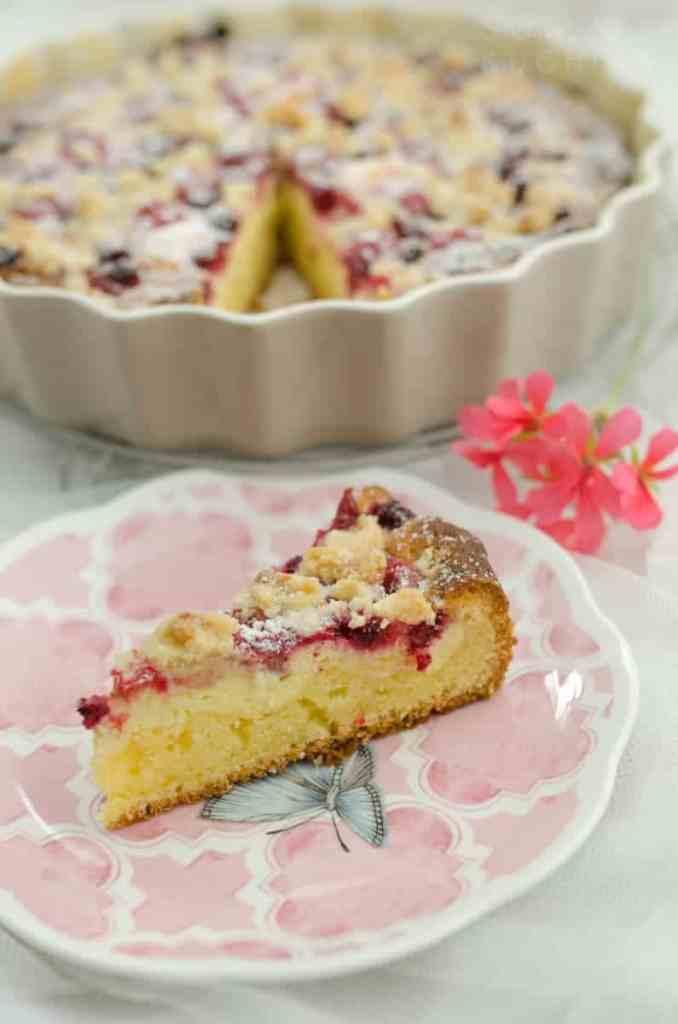 ucierane ciasto z serem i malinami