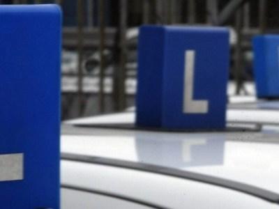Zakaz prowadzenia pojazdów a konieczność ponownego zdania egzaminu na prawo jazdy.