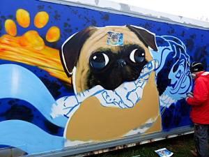 Graffitiauftrag Mops halb