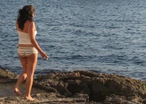 Žena na plaži slike golih Bild bez