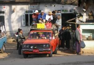 Hudorovići prije posla s bakrom, dok su se tiskali u dotrajalom automobilu nepoznate marke