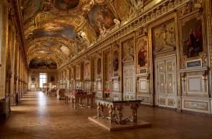 """U jednom od Nadanovih omanjih ljetnikovaca u Francuskoj pronađena je manja sobica s nekretninama na čijim je vratima pisalo: ''Ljetnikovac Obitelji Umjetnika Vidoševića - Rezidnecija """"E"""""""" ili skraćeno LOUVRE."""