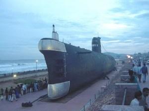 Na rasipnost Kukuriku koalicije HDZ odgovara svojim gospodarskim projektom u kojem navode da oni mogu puno bolje od aktualne vlasti. S tim u vezi svim županima primorskih županija preporuča se nabava podmornice kao službenog vozila.