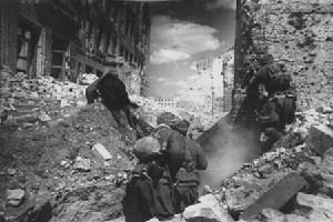 Malo je poznata informacija da su 184. dana Staljingradske bitke vojnici koji su živjeli s majkama počeli Njemce gađati sarmama i jesti ljepilo