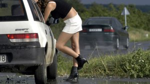 """Prostitutka Milana tvrdi da je u njenoj dvadesetogodišnjoj karijeri preko nje prošlo duplo više kamiondžija nego preko Masleničkog mosta. """"Tajna je što sam, za razliku od mosta, ja uvijek otvorena"""" odaje nam."""