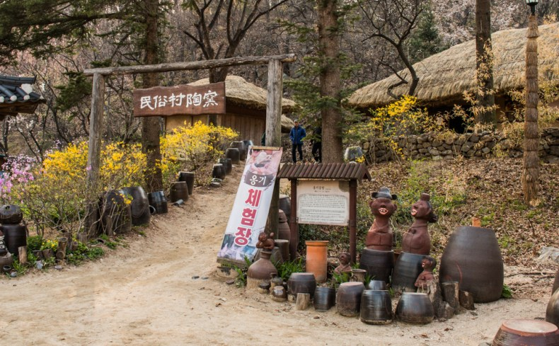 Path to the Pottery House - Korea Cultural Village
