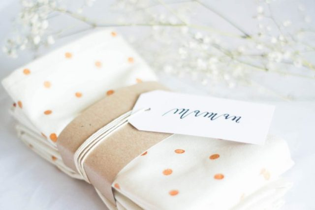 Diy serviettes de table à pois + idée emballage cadeau recup!