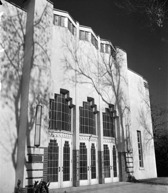Veteran's Memorial Hall with its original facade.