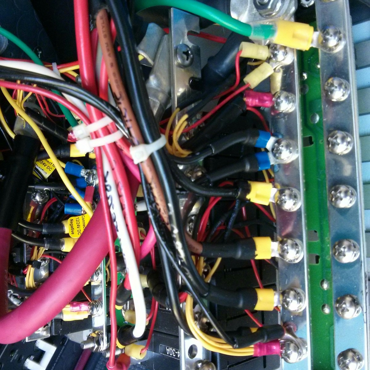 12 volt distribution panel wiring