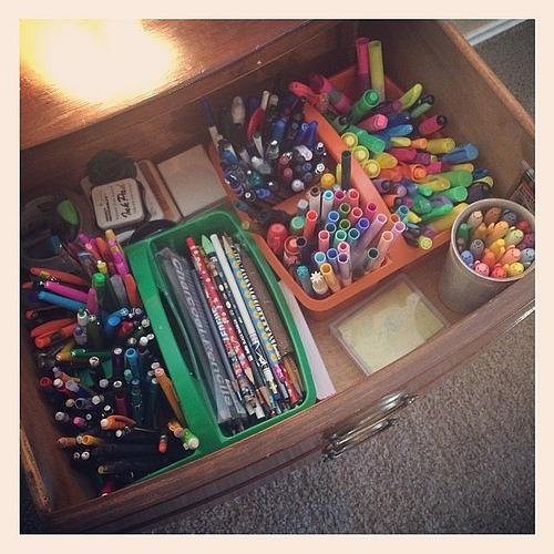 Pen, pencil, mechanical pencil, marker, sharpie, highlighter, eraser drawer. ✏️✒️