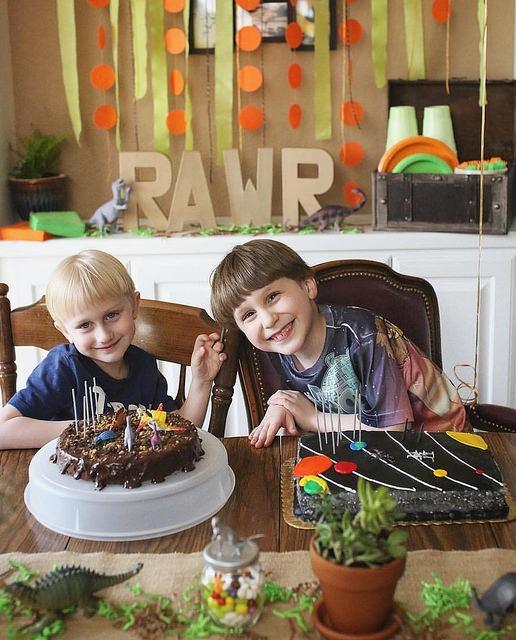 RAWR dinosaur party ideas by @sprittibee