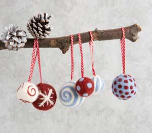 Christmas-Crafts-to-sell-Christmas-bauble-Needle-felt