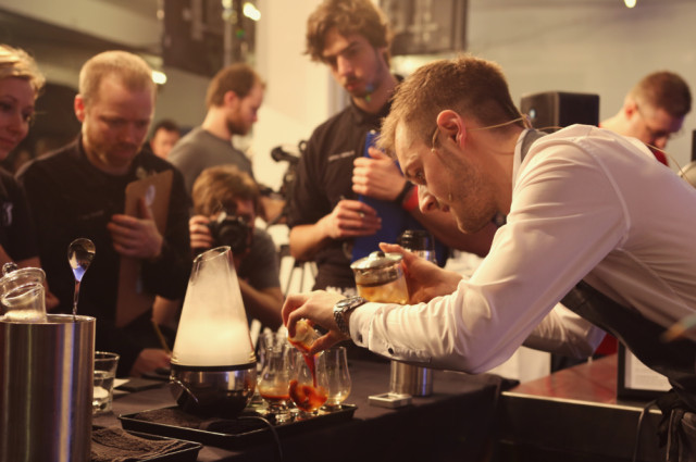 Dan-Fellows-Making-Signature-Drink