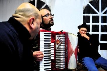 Danilo donninelli suonatori tradizione marche - festa a ballo (21)