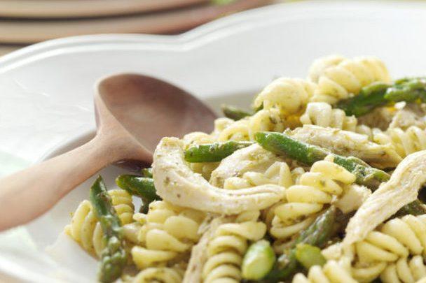 lemony-asparagus-chicken-pasta-toss