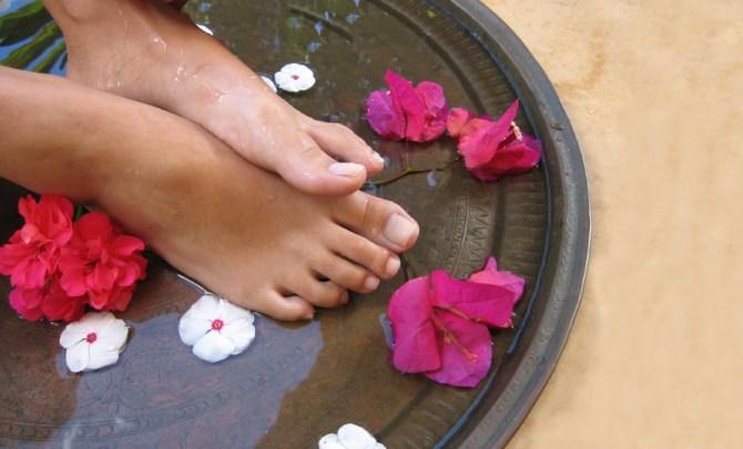 home-spa-treatment-body-salt-scrub-bath-spry