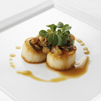 seared_sea_scallops_with_mushroom_raisin_goulash