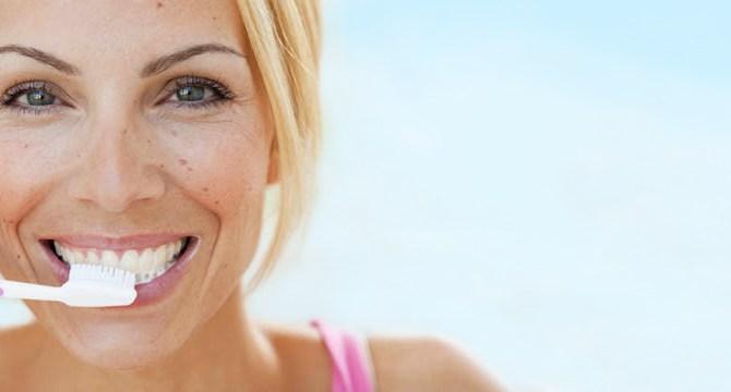 beauty-tip-retro-mom-old-school-teeth-whiten-spry