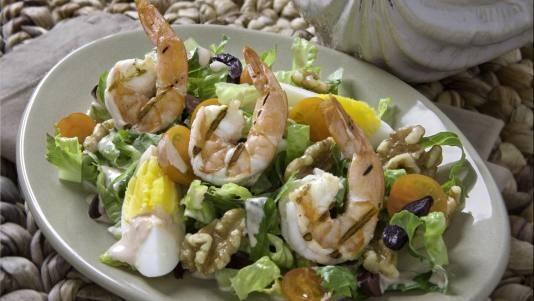 29814-grilled_shrimp_salad_mollie_with_walnuts_5x7__crop-landscape-534x0