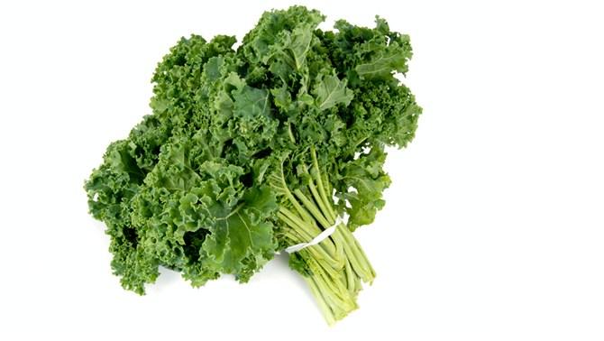 health-benefit-kale-leaf-lettuce-vegetable-garden-summer-farmer-market-produce-diet-eat-food-nutrition-spry