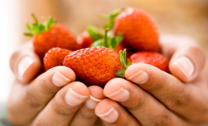 Strawberries-Spring-Summer-Produce-Farmer-Market-Fruit-Diet-Food-Nutrition-Spry