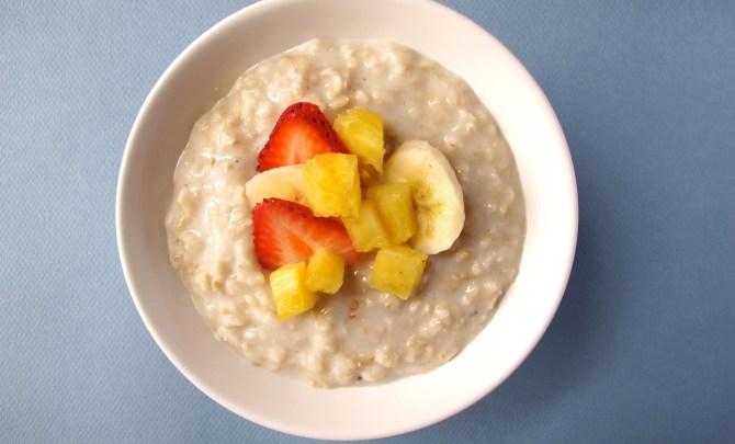 o10-oatmeal-topping-health-breakfast-banana-strawberry-pineapple-spry