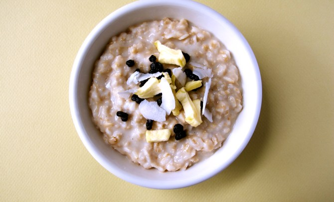 o4-oatmeal-topping-health-breakfast-apple-berries-coconut-spry