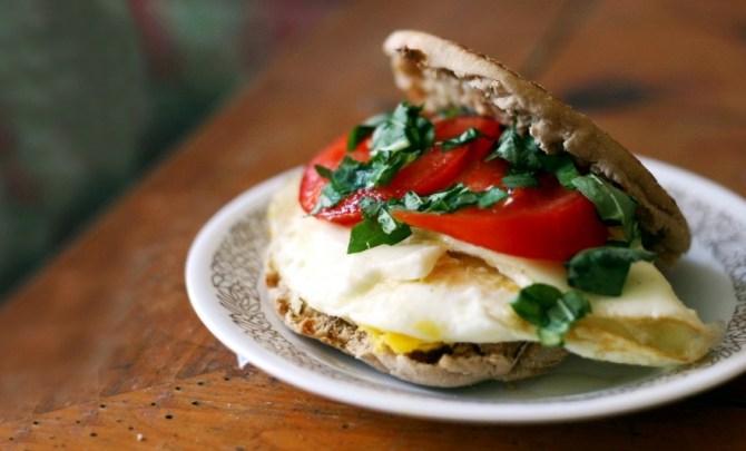 caprese-egg-sandwich-breakfast-tomato-basil-fresh-english-muffin-low-calorie-quick-health-spry