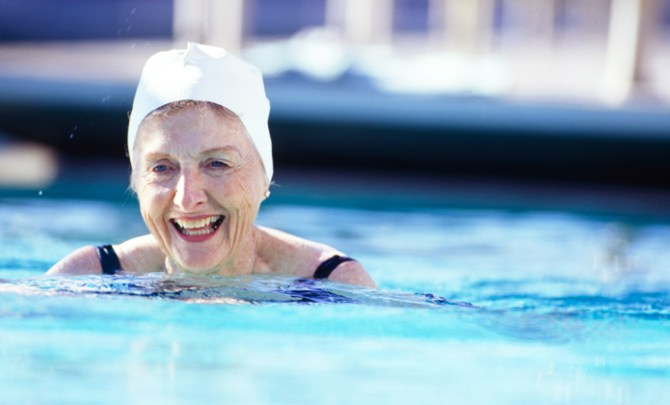 The best ways to cope and live with osteoarthritis such as swimming for exercise.