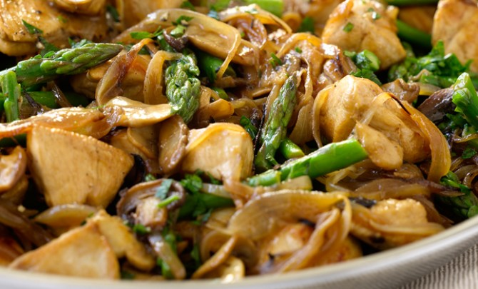 Dukan Diet Chicken with Mushrooms and Asparagus recipe.