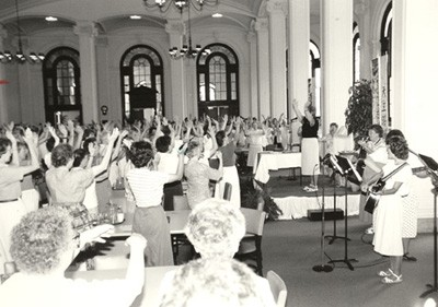 1991 General Chapter, Chapter of Affairs —Sisters raise hands in agreement.