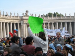 Individuals showed their support for a saint with signs, flags and colored scarves.