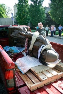The statue arrived in the back of a pickup truck.
