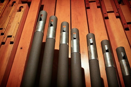 The pipes are made of either metal or wood. A row of pipes is called a rank.