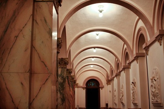 These arches between columns create a domed hall way on the side of the church.