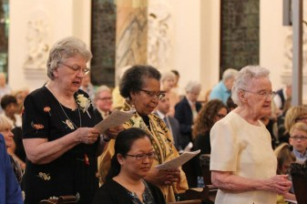 25-year jubilarians Sisters Pat Linehan and Kathleen Bernadette Smith during the Mass.