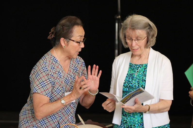 Sisters Doreen Lai and Jeanne Hagelskamp discuss a point.