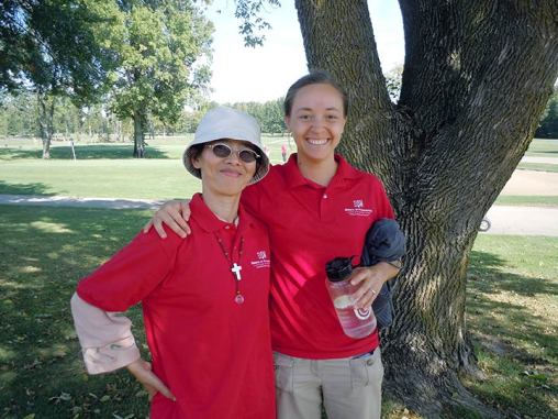 Sisters Anna Fan and Tracey Horan at the Hole-y-One Golf Scramble in 2015.